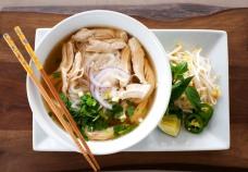 Sopa de noodles y ternera/pollo (nunca fallarás con los básicos)
